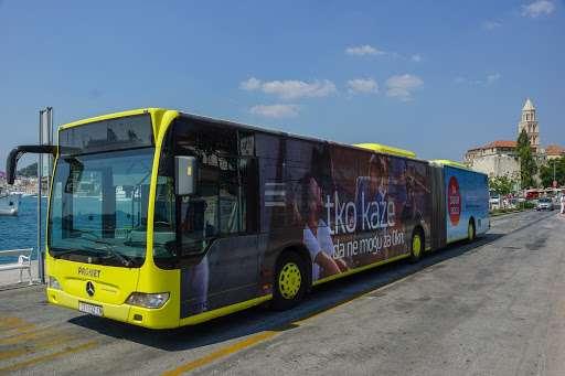 Slika žutog autobusa Promet Splita